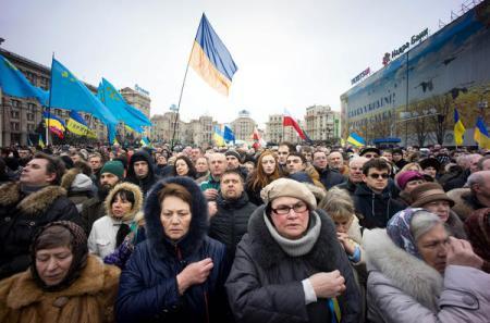 Manifestantes na Praça Maidan, em Kiev. Foto: Geovien So Barcroft Media / Landov