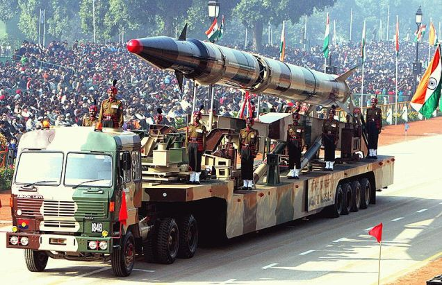 800px-Agni-II_missile_(Republic_Day_Parade_2004)