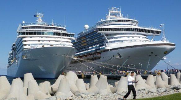 cruise-ships-2423056_800x450-800x445